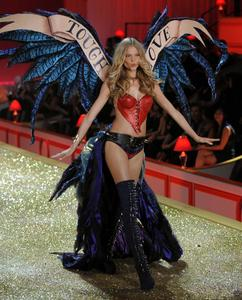 Magdalena Frackowiak sexy lingerie Victoria's Secret Fashion Show