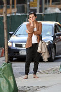http://img282.imagevenue.com/loc352/th_824161138_Emma_Watson_out_in_NYC3_122_352lo.jpg