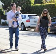 http://img282.imagevenue.com/loc441/th_026824805_Hilary_Duff_at_a_birthday_party_in_Studio_City9_122_441lo.JPG