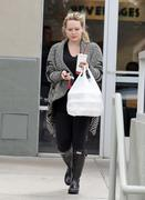 http://img282.imagevenue.com/loc446/th_344158696_Hilary_Duff_at_Zankou_Chicken28_122_446lo.jpg