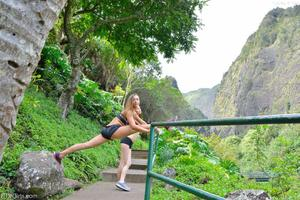 http://img282.imagevenue.com/loc451/th_557908282_Mary_and_Aubrey_Hawaii_II_Hiking_Lao_Valley_15_123_451lo.jpg