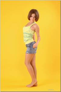 http://img282.imagevenue.com/loc506/th_278864440_tduid300163_sandrinya_model_denimmini_teenmodeling_tv_022_122_506lo.jpg