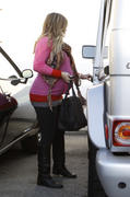 http://img282.imagevenue.com/loc584/th_834577362_Hilary_Duff_leaving_the_doctors_office29_122_584lo.jpg