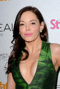 http://img282.imagevenue.com/loc375/th_751953263_Rose_McGowan_People_StyleWatch_A_Night_of_Red_Carpet_Style_in_LA_January_27_2011_05_122_375lo.jpg